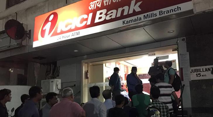 ban on 500 100 rupee notes long queue at atm