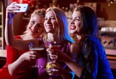 Top Five Smartphones For Selfie-Aficionados