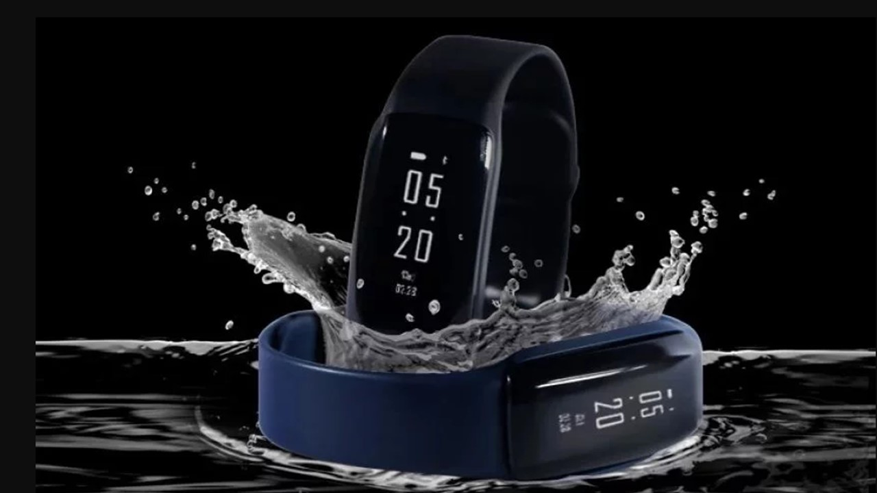 iVoomi FitMe Health Band with Pollution Tracking Launched For Rs 1,999